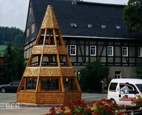 Außenpyramide in Göpelform, Massivholz verleimt, Holzschindeln Projekt: Sosa