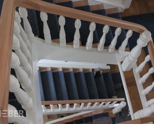 Umarbeitung und Sanierung von Treppen und Geländern, Neuanfertigung Handlauf Buche mit Krümmlingen, Oberflächen teils natur, teils weiß lackiert