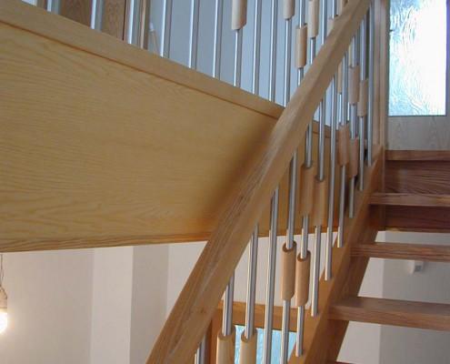 Steig- und Brüstungsgeländer Holz-Edelstahl-Kombination, Esche