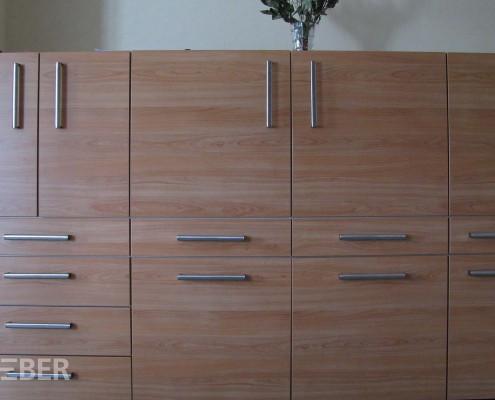 Einbauschrank, Geschirr- und Vorratsschrank (Küche), Möbelplatte Dekor Kirschbaumfurnier, Griffe Edelstahl