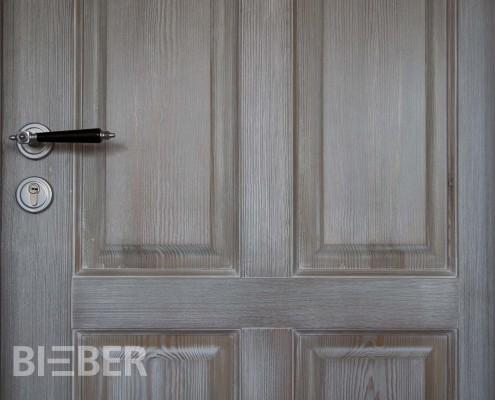 Landhaustür Detail, Massivholz Fichte, gebeizt, gekälkt und gewachst