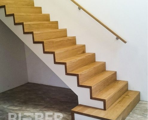 Treppe in Faltwerkoptik, Faltwerktreppe, Stufen Eiche geölt