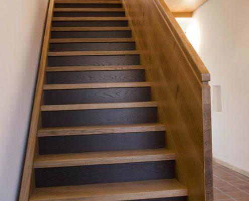 Treppenanlage Massivholz Eiche, mehrläufige Podesttreppe, Unterseiten verkleidet, Projekt: Kloster Wechselburg
