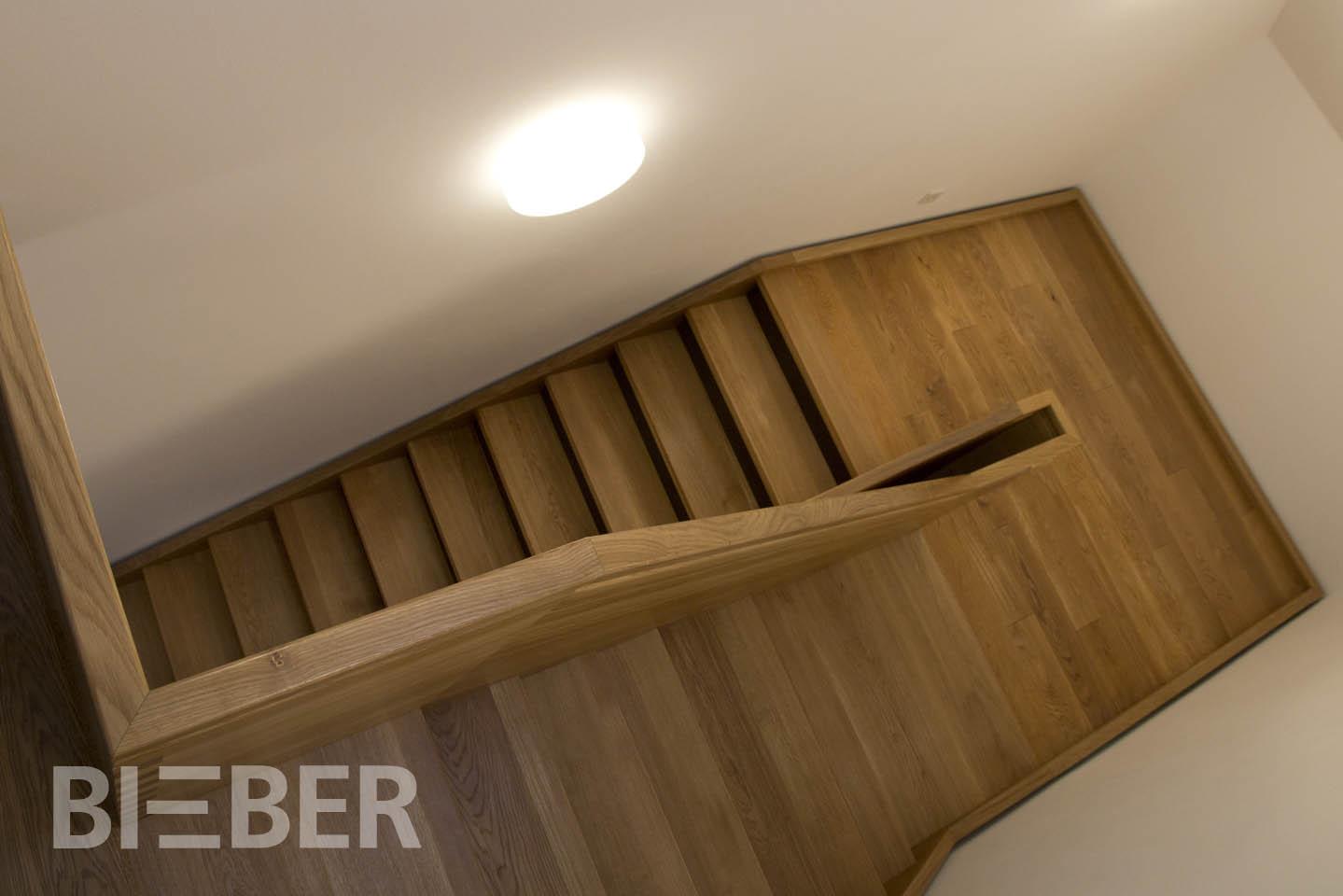 Treppenanlage Massivholz Eiche, mehrläufige Podesttreppe, Projekt: Kloster Wechselburg
