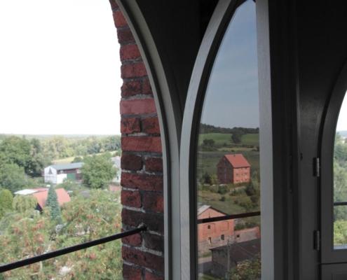 Kirche Altkünkendorf, zweiflügelige Fenster im Kirchturm (Besucherplattform)
