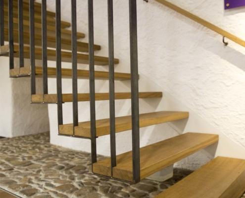 Stahltreppe mit Massivholzstufen Eiche, Kloster Wechselburg