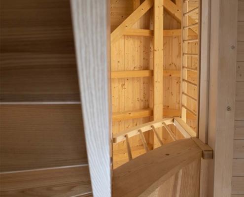 Treppe für Blockhaus in Esche, Ansicht von unten